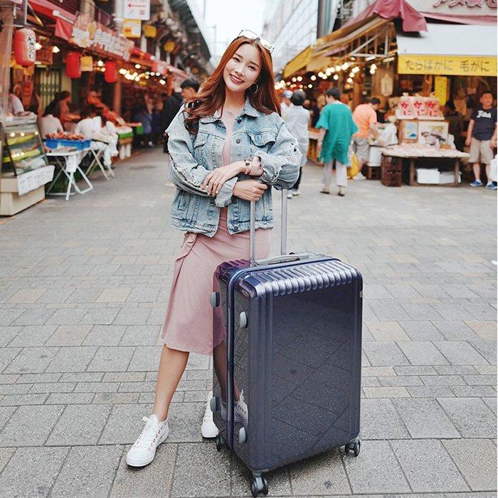 Bạn có thể order túi xách, balo, vali thương hiệu Mak Bau trên Tmall qua dịch vụ mua hộ của Tiểu Thần Tài